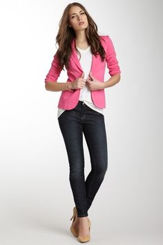 Skinny jeans, white top, bright pink (or other color) casual blazer make this outfit rock! Pair it with neutral colored pumps to keep it fresh, and even appropriate for casual days at the office. Day to night outfit. #skinnyjeans #blazer