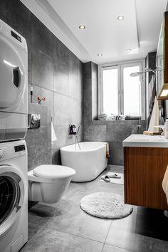 Badrum / Bathroom, vindsvåning i Stockholm, Sweden. Styling: VRÅ homestyling @vrahomestylingsthlm Photo: Philip McCann @mccann_sthlm Estate Agent: Edward & Partners @edwardpartners