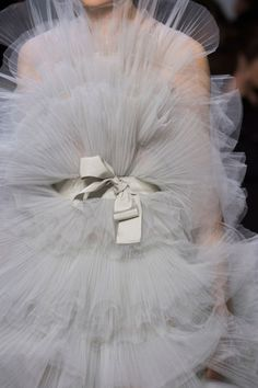 View all the detailed photos of the Giambattista Valli haute couture spring 2016 showing at Paris fashion week. Couture Details, Fashion Details, Fashion Design, Wedding Trends, Wedding Designs, Trendy Wedding, Princess Style, Haute Couture Fashion, Giambattista Valli