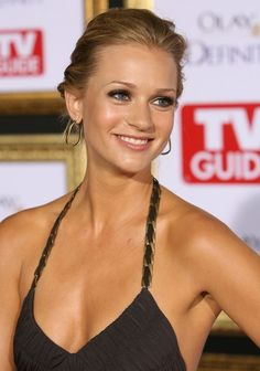 A.J. Cook arrives at TV Guide's 5th Annual Emmy ...