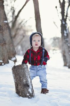 #lumberjack #boy #firstbirthdayphoto #baby #blueeyes #oneyearold #birthdayinvitation #firstbirthdayinvitation #overalls #jeans #kaileejoanphotography #photography