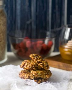 Gluten Free Breakfast Cookies Recipe 2 bananas 1 cup unsweetened apple sauce 1½ cups certified gluten-free oats ½ teaspoon kosher salt 1 tablespoon honey or maple syrup 2 teaspoons pure vanilla extract 3 cups freeze dried fruit ½ cup seeds, nuts, or coconut flakes
