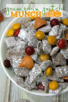 Pumpkin Patch Munch, traditional muddy buddies dusted with pumpkin pie spice powdered sugar and loaded with peanut butter m&m's and pumpkin spice kisses! Yummy Treats, Delicious Desserts, Sweet Treats, Yummy Food, Pumpkin Recipes, Fall Recipes, Holiday Recipes, Coffee Recipes, Holiday Desserts
