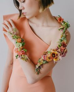 Floral Necklace, Boho Earrings, Boutonnieres, Alternative Wedding Rings, Barrettes, Interior Stylist, Floral Fashion, Wedding Bracelet, Flower Bracelet
