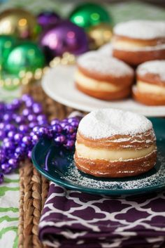 A Michigan Thing, Paczki. Yummy fried dough with custard or fruit filling. Traditionally made at the beginning of Lent Polish Desserts, Polish Recipes, Just Desserts, Dessert Recipes, Polish Food, Donut Recipes, Cooking Recipes, Mardi Gras Food, Cupcakes