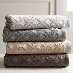 Pamper yourself with our 100% cotton jacquard towel. Sublimely soft and marvelously absorbent, it features a subtle pattern and yarn-dyed color. It's a treat to wrap up in.