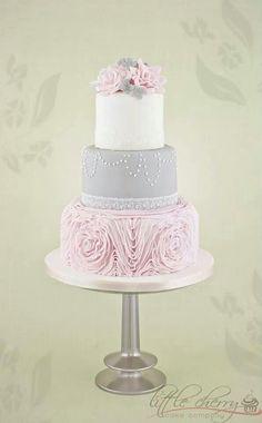 Pink and gray cake #watters #wedding #gray www.pinterest.com/wattersdesigns/