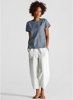 Eileen Fusher - slouchy drawstring cropped pant in organic linen Fair Weather Friends, Looks Chic, Elegant Outfit, Mode Style, Summer Outfits, Summer Clothes, Casual Outfits, Fashion Over, Eileen Fisher