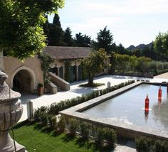 Discover the very best of #Provence, hotels, villas, restaurants, vineyards and lavender http://provenceguru.com/
