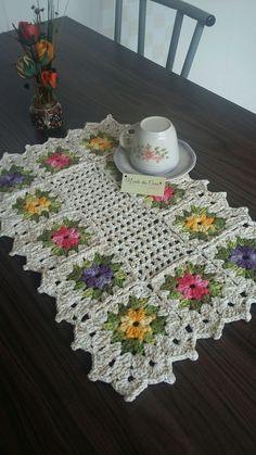 Crochet granny square clothes mom ideas for 2019 Crochet Placemat Patterns, Granny Square Crochet Pattern, Crochet Flower Patterns, Crochet Tablecloth, Crochet Squares, Crochet Granny, Filet Crochet, Crochet Motif, Crochet Doilies