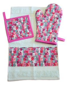 Multicoloured Cats Kitchen Set (Oven Mitt + Pot Holder + Towel) by Pornoromantic