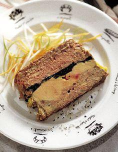 Recette Pâté de canard truffé au foie gras : La veille, mettez à macérer le foie gras dénervé avec le porto, salez légèrement, poivrez. Filmez. Le lend...
