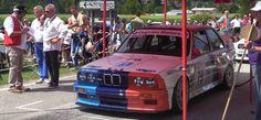 Наслаждаемся ревом мотора BMW E30 M3 Group A Rally-Spec  Одни из величайших автомобилей в истории появились на свет исключительно благодаря ралли. Оригинальный Audi Quattro, Lancia Delta Integrale и даже этот удивительный BMW E30 M3, выступавший в группе А. Один только внешний вид этих олдску
