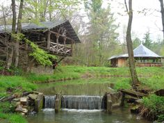 South of Buffalo in Allegany County, the small town of Belmont has a hidden treehouse resort tucked away in the woods that serves up amazing pizza. Honeoye Falls, New York State Parks, New York Attractions, Local Bands, Restaurant New York, What Is Like, Day Trips, Places To Go, Hidden Places