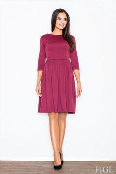 Bordowa sukienka z rozszerzanym dołem
