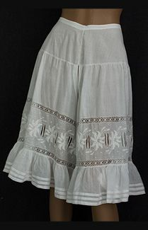 Fancy hand-embroidered knickers, circa 1905 - seams on sheer cotton batiste, hand-embroidered, wide hem ruffles, inserts of Cluny-style lace . Edwardian Fashion, 1900s Fashion, High Fashion, Vintage Fashion, Vintage Clothing, Vintage Underwear, Vintage Lingerie, Belle Epoque, Clothing And Textile