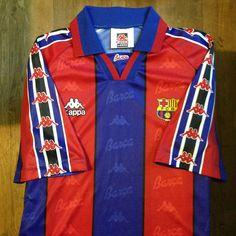 1995-1997 FC Barcelona Home Jersey // • Primera equipació del FC Barcelona per a… Retro Football Shirts, Soccer Shirts, Football Soccer, Fc Barcelona, Soccer Uniforms, E Sport, Camp Nou, Messi, Adidas Jacket