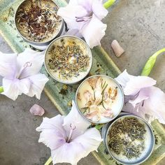 LAVENDER - VEGAN CANDLE LAVENDER OIL TOPPING: LAVENDER CRYSTAL: CLEAR QUARTZ 2-3 CM BURN TIME: +- 40 HOURS 100% VEGAN. 100% NATURAL. 100% CRUELTY FREE. 100% ECO-FRIENDLY 60 x 45 mm (100 ml) clear window lid tin. Your home has never smelled this good. This 100% natural, vegan, and Cruelty #ad #gift #home #spring