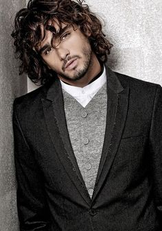 Marlon Teixeira - Male model - Brazil This man needs to stop with his perfect hair and face and jacket. -- Darn, I'm going to have to cut my hair and shave off my beard. Marlon Teixeira, Look Boho, Herren Outfit, Brazilian Models, Sharp Dressed Man, Good Looking Men, Male Beauty, Stylish Men, Men Casual
