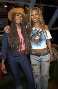 Beyoncé and Solange Knowles were on good terms in 2001. Check out this article from Joey Guerra on HoustonChronicle.com:  Beyoncé and Solange's images crafted in Houston. And we have lots of photos there that you may not have seen before!