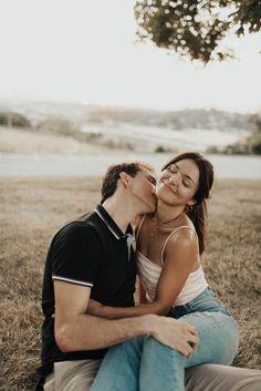Cute Couple Poses, Couple Picture Poses, Couple Photoshoot Poses, Cute Couples Photos, Couple Photography Poses, Cute Couple Pictures, Cute Couples Goals, Couple Posing, Couple Shoot