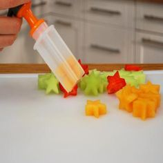 Introducing the innovative Melon Slicer Cutter Tool that features an automatic cutting blade. Make your own melon salad in one minute and enjoy refreshing, fruit cubes without the hassle and without dealing with a drippy mess. Cooking Gadgets, Kitchen Gadgets, Amy's Kitchen, Kitchen Hacks, Cake Slicer, Icing Nozzles, Edible Creations, Party Finger Foods, Holiday Treats
