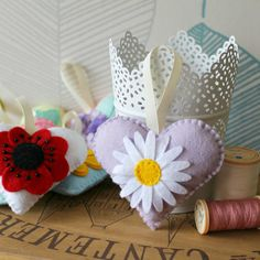 Fieltro flor corazón colección. Su elección por PollyChromeCrafts