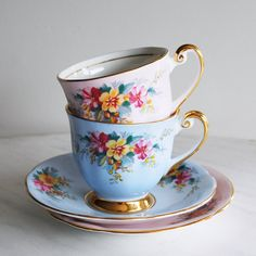 Vintage Teacup and Saucer Pair / Windsor Tea Cups / Shabby Chic Teacups … China Cups And Saucers, China Tea Cups, China Mugs, Flower Tea, Tea Service, Tea Cup Saucer, Tea Set, Tea Party, Vintage Teacups