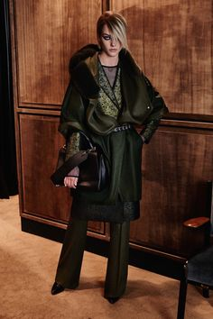 See the complete Max Mara Pre-Fall 2016 collection.