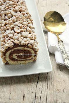 Tronchetto pralinato nocciola Poke Cakes, Lava Cakes, Bakery Recipes, Cookie Recipes, Sweet Corner, Chocolate Roll, Log Cake, Custard Cake, Gingerbread Cake