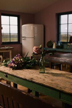 Vintage Home Decor .Vintage Home Decor Primitive Kitchen, Rustic Kitchen, Country Kitchen, Kitchen Decor, Kitchen Ideas, Devol Kitchens, Décor Antique, Simple Furniture, Home Decor Pictures