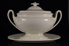Museum-piece-18thC-Wedgwood-creamware-Tureen-Terrine-with-cover-and-stand