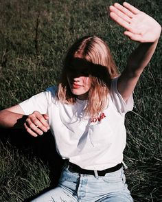 streetwear inspiration | casual look | vintage girl | spring outfit inspiration | high wasted jeans | Fitz & Huxley loves your style | www.fitzandhuxley.com