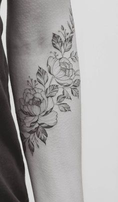 Types of Tattoo Designs – My site Forearm Flower Tattoo, Forearm Tattoos, Flower Tattoos, Body Art Tattoos, Sleeve Tattoos, Sister Tattoos, Girl Tattoos, Tattoos For Women, Tatoos