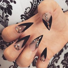 You don't need to choose the same nail art patterns over and over again. Punk Nails, Glam Nails, Bling Nails, Beauty Nails, Matte Stiletto Nails, Gorgeous Nails, Pretty Nails, Vampire Nails, Witch Nails