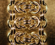 beautiful chainmaille design... Looks like horizontal Byzantines ~~~~~ This is called Byzantine Bar — this is a photo of mine from several years ago.