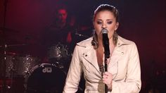 """Lauren Alaina sang """"Eighteen Inches"""" during the AOL Sessions. December 2011"""