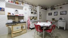 """Nursing Home's """"Time Machine Rooms"""" Help Dementia Victims - Welcome to the Easton Home Alzheimer Care, Dementia Care, Alzheimer's And Dementia, Alzheimers, Elderly Activities, Dementia Activities, Montessori Activities, Craft Activities, Living With Dementia"""