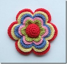 Layered Flower Free Pattern.  In Norwegian and English