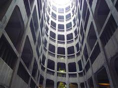 Garage hélicoïdal (Grenoble). Architectes Louis Fumet  Louis Noiray