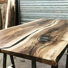 ne gA Walnut desk top rustic features enhanced with resin to be fixed to adjustable heigh