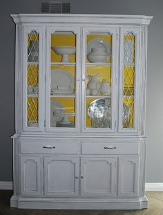 I will have a hutch like this one day if it kills me! I've started the white pottery collection....just need a place to put it all now...