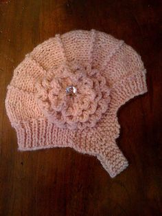 Darling baby hat  Free pattern  Wool-ease yarn