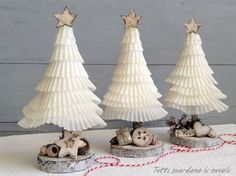 Tutti guardano le nuvole: Paper Christmas Trees Holiday Tree, Christmas Fun, Tabletop Christmas Tree, Paper Christmas Ornaments, Christmas Cupcakes, Christmas Villages, Xmas Tree, Handmade Christmas, Christmas Projects