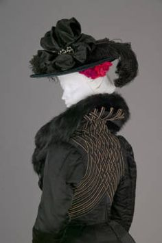 Ensemble, 1900. Ribbed silk, wool crepe, fox fur.