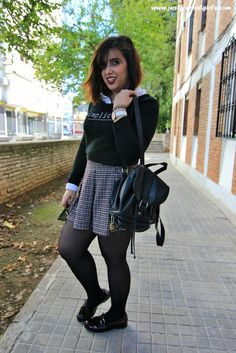 #Buenosdías! Comenzamos nueva semana con #newlook por el blog donde hablamos sobre los #mocasines, ¡no te lo pierdas!  http://www.justforrealgirls.com/2015/11/outfit-mocasines.html  ¡Feliz lunes! #mocassins #lookcolegial #college
