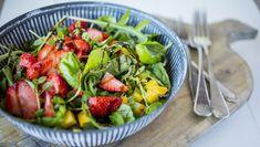 Mango- og jordbærsalat