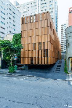 Misto de estúdio, bar e restaurante, o Bossa destaca-se na vizinhança do Jardim Paulista