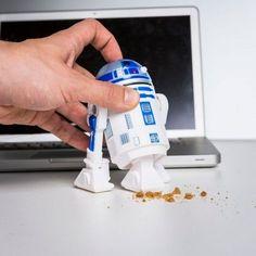 Der R2D2 Schreibtisch Staubsauger ist ein wundervolles, witziges und praktisches…