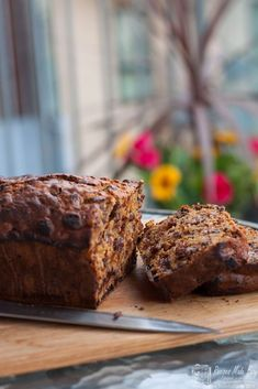 Julie's Bara brith (speckled bread) a traditional Welsh cake is easy to make. She shows Recipes Made Easy how in Friends in the Kitchen. Baking Recipes, Cake Recipes, Bread Recipes, Bara Brith, Welsh Recipes, British Recipes, Tea Loaf, Savoury Cake, Clean Eating Snacks